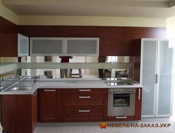 кухня с зеркалом на заказ