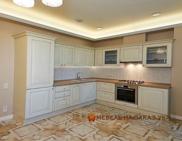 кухня цвет белый с каменной столешницей