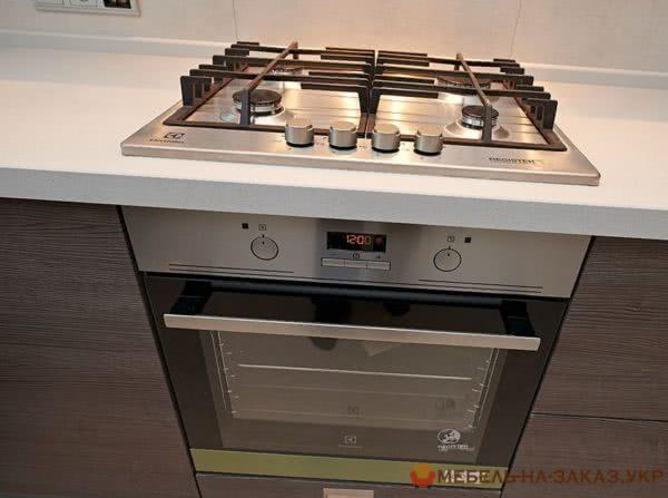 кухоння встроенная духовка