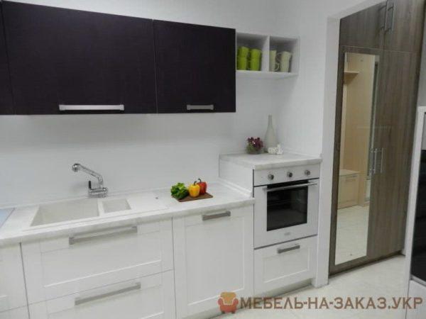 белая кухня с разных ракурсов
