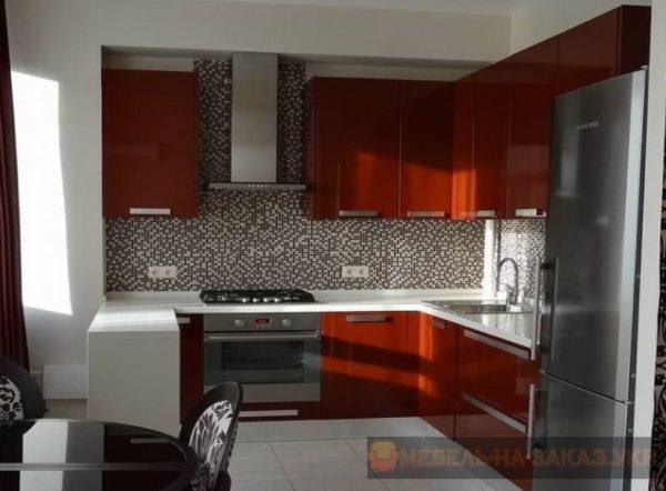 красная кухня клянец угловая со столом