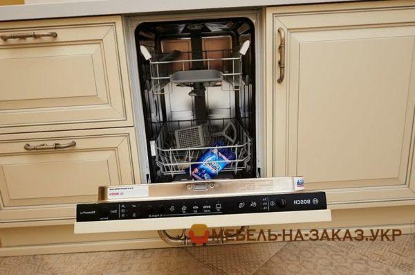 посудомоечная машина на заказной кухне