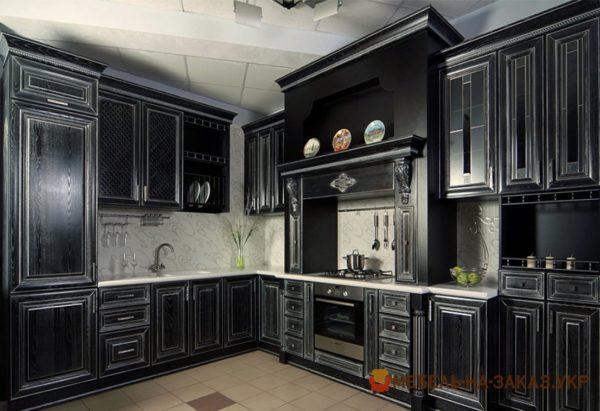 деревянная кухня черного цвета