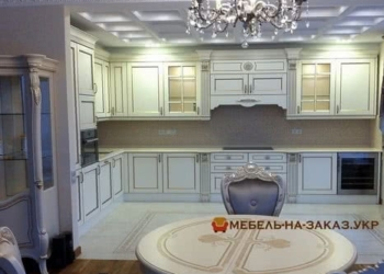 кухня с авторским столом