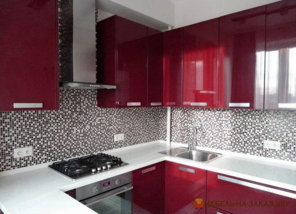 высокая кухонная мебель