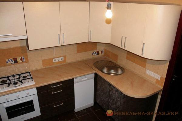 маленькая деревянная кухня Нивки