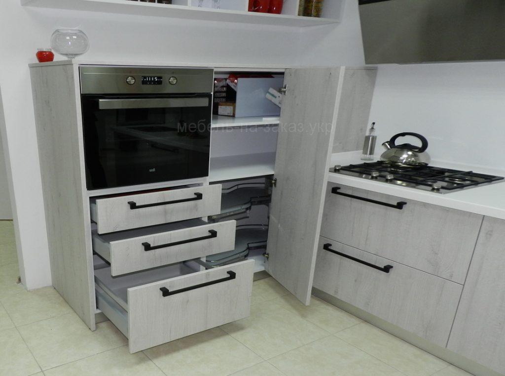 установленная кухня