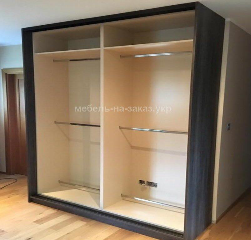 преимущества встроенный шкаф в гостиную на заказ