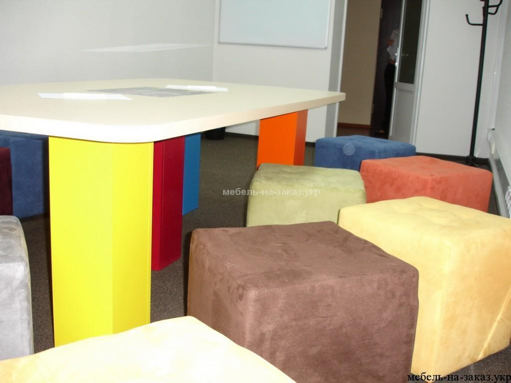 детский столик с мягкими пуфиками