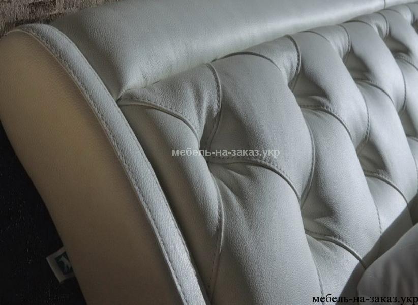 мягкая кровать под заказ из натуральной кожи