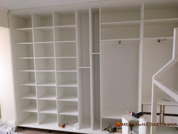 белый гардеробный шкаф