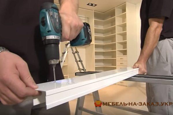 установка направляющих шкафа купе