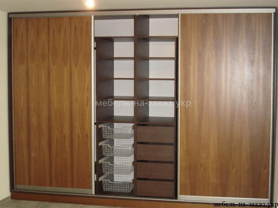 шкаф на три двери