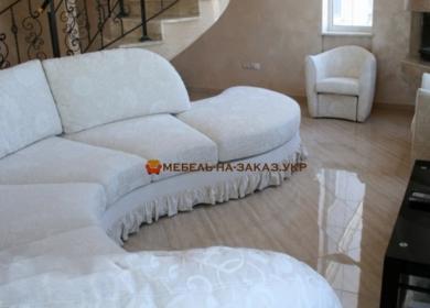 округленный белый диван