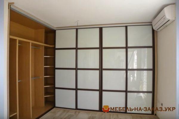 угловой шкаф с раздвижными дверями для спальни под заказ в Киеве недорого