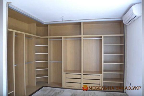 угловой шкаф с раздвижными дверями для спальни под заказ в Киеве