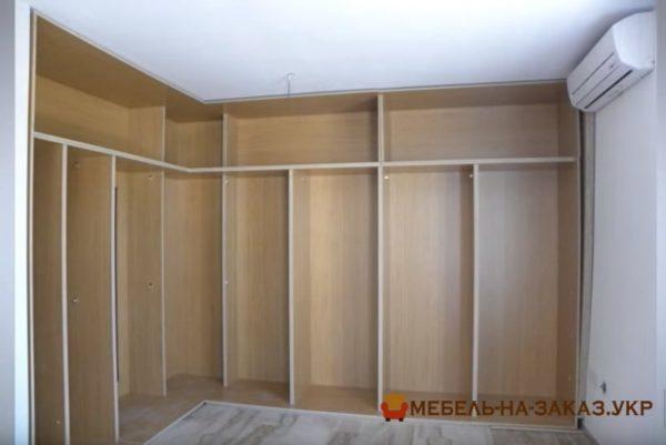 встроенный угловой шкаф с раздвижными дверями для спальни под заказ