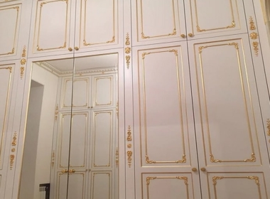 встроенный элитный шкаф деревянный