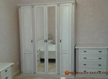 элитный шкаф из массива в спальню под заказ в Киеве