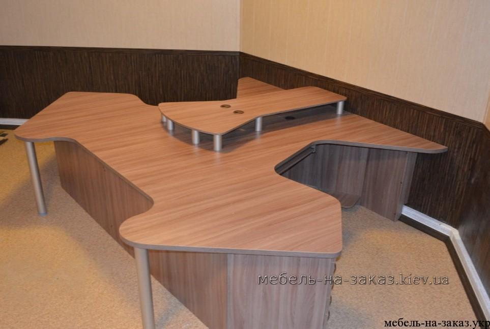 необыянй стол