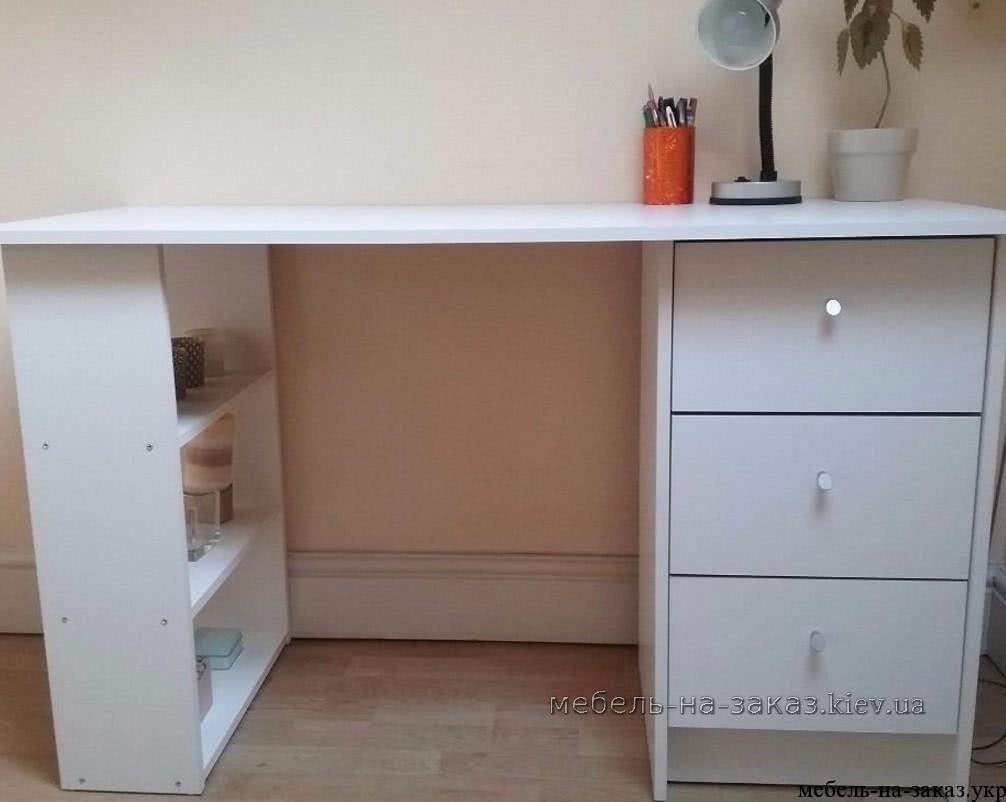 стол письменный в квартиру