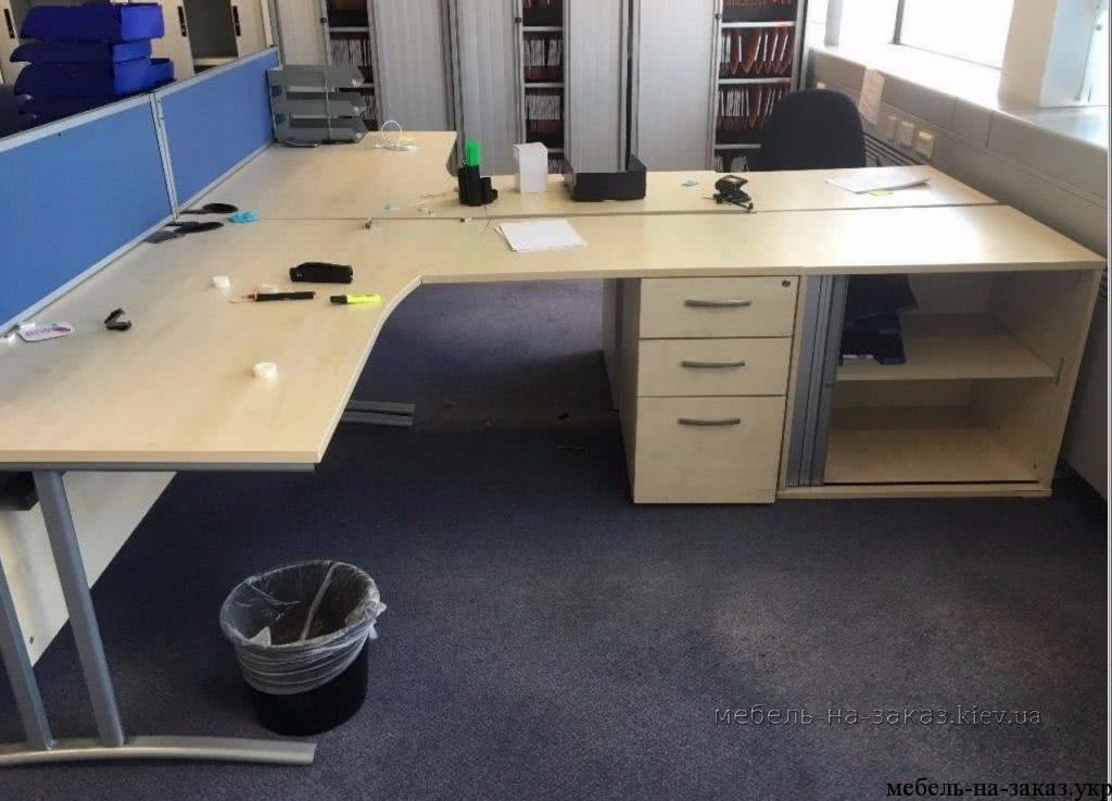 большой офисный стол