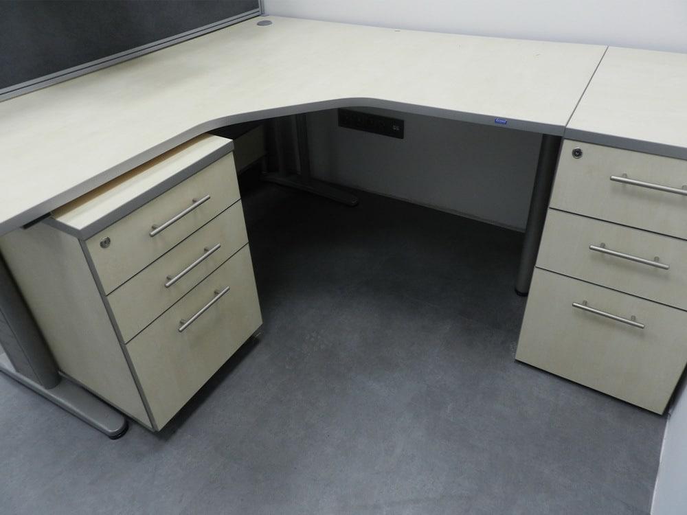 офисный стол с двумя тумбами
