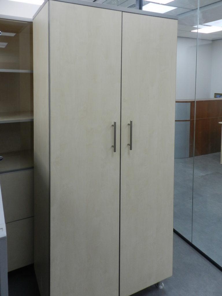офисный светлый шкаф на заказ