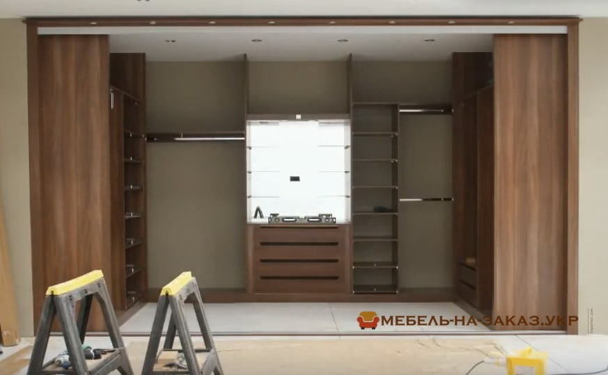 установка шкафа в гардероб