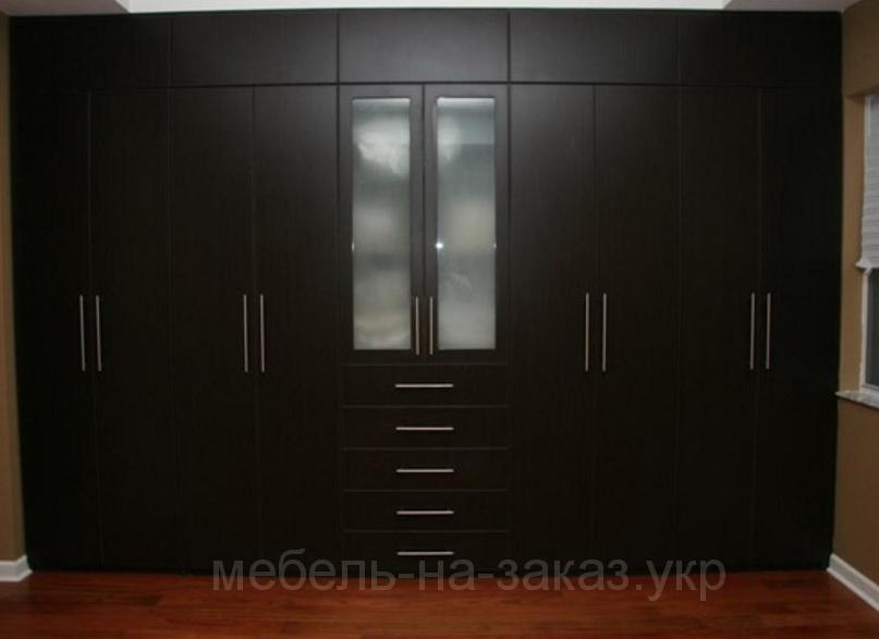 темный шкаф в спальню