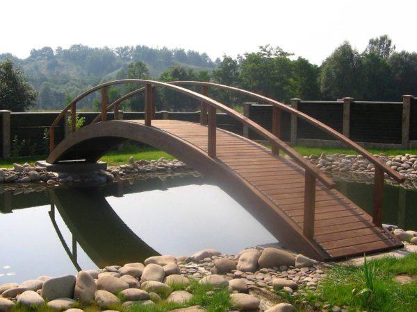 мост из массива дерева на заказ
