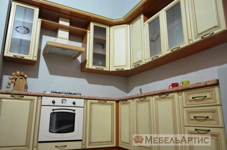 Светлая МДФ кухня в Классическом стиле