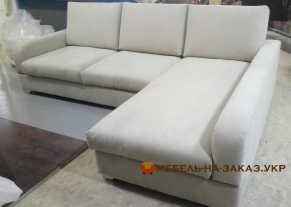 белый угловой диван со спальным местом