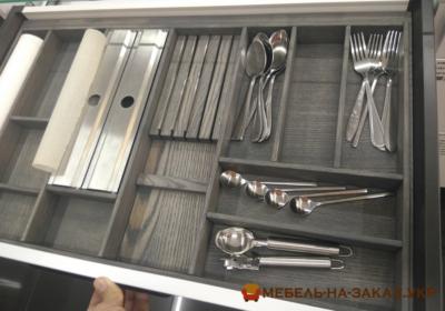 заполненный органайзер кухонный из бамбука
