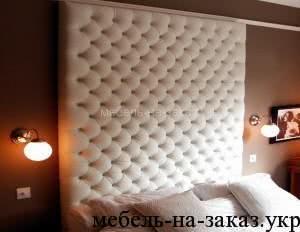 кровать с большим быльцем