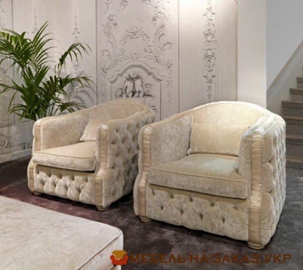 два белых кресла