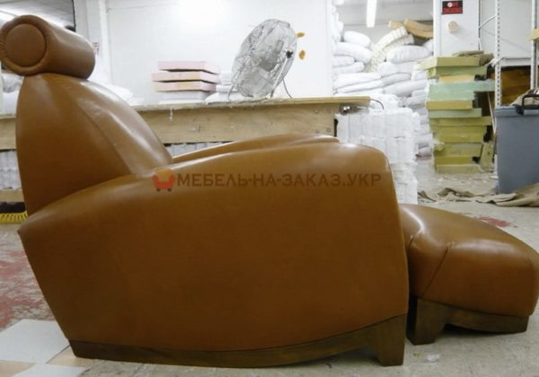 кресло с выдвижной подножкой