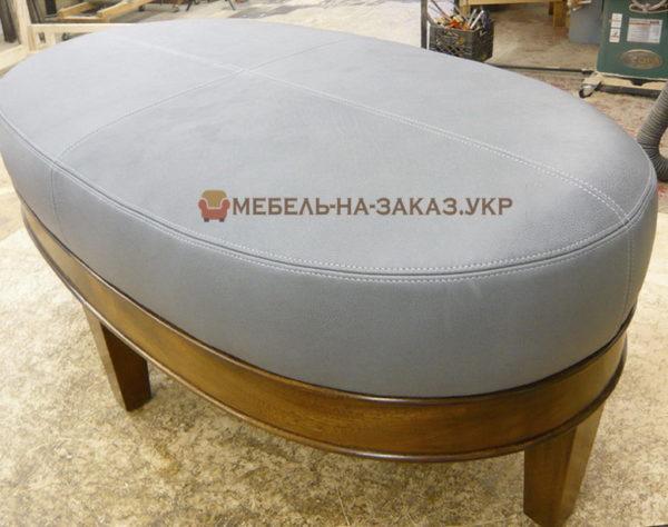 овальный серый пуф с деревянными ножками