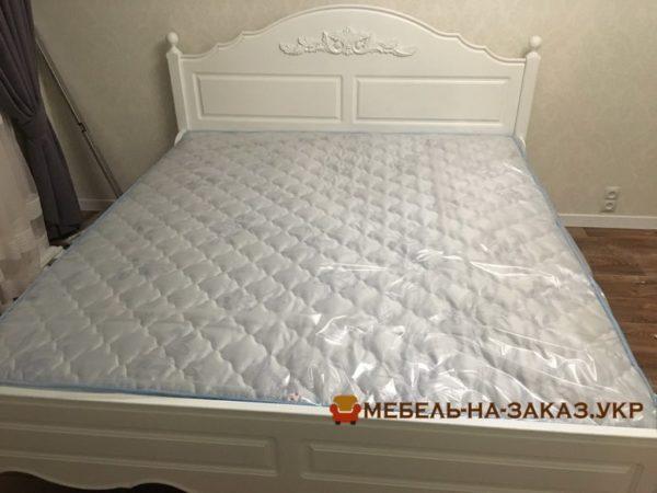 черная кровать с мягким изголовьем на заказ в Одессе