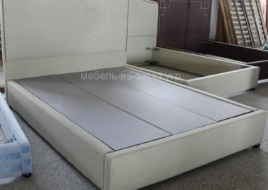 нестандартная кровать белая