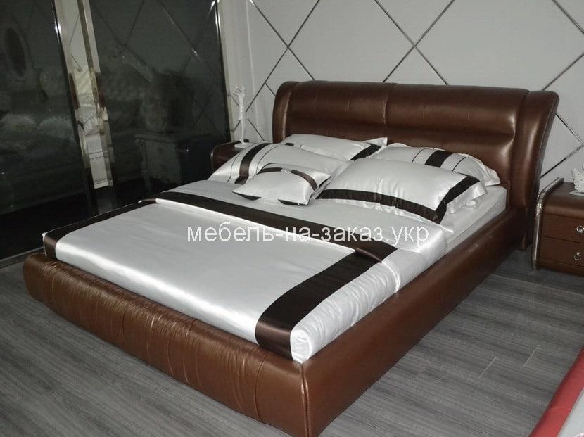нестандартная деревянная кровать темная под заказ