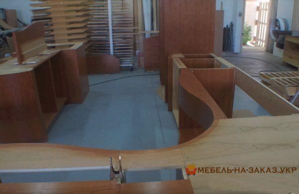 как делают радиусные деревянные кухни