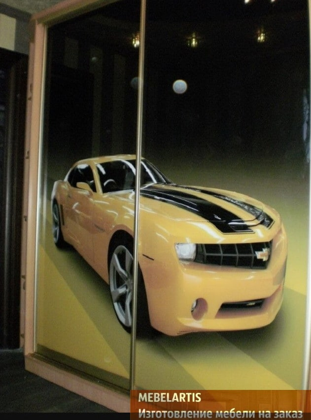 шкаф в детскую с автомобилем