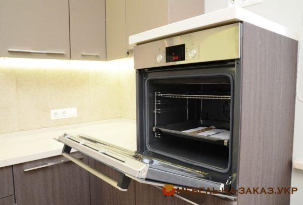 встроенная духовка угловой кухни