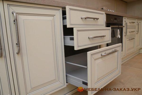угловая кухня на заказ в Классическом стиле Буча