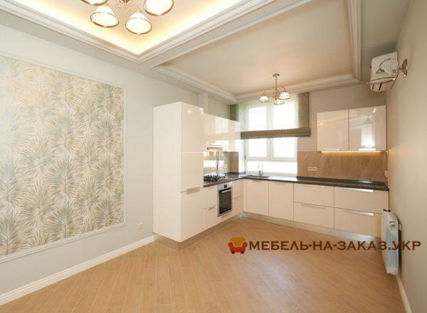 белая кухня угловая с витринами