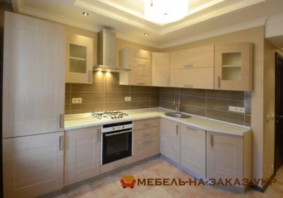 кухня с потолочной вытяжкой
