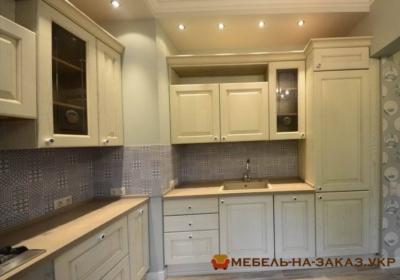кухня белая угловая с деревянными фасадами