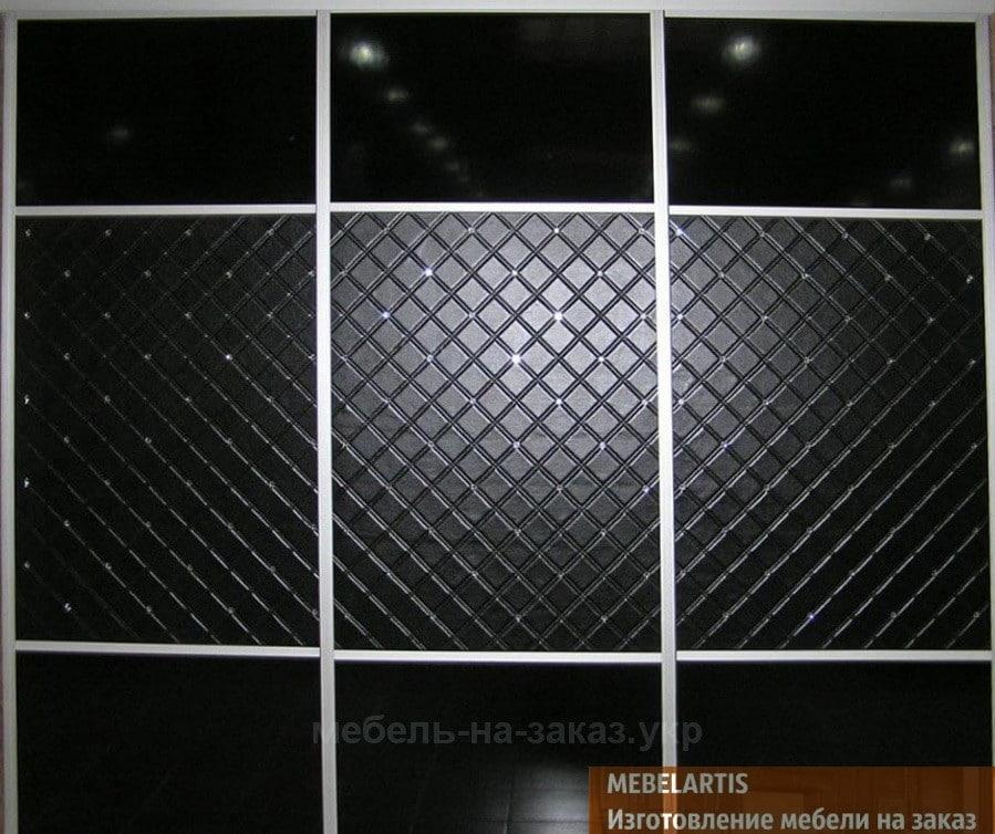 шкаф-купе с кожаными вставками черного цвета