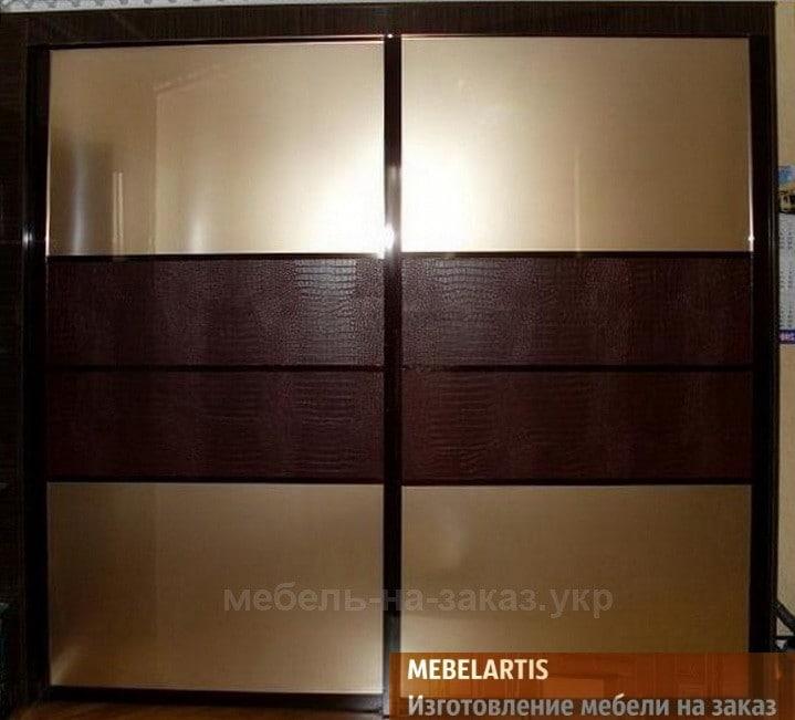 шкафы-купе с кожаными фасадами